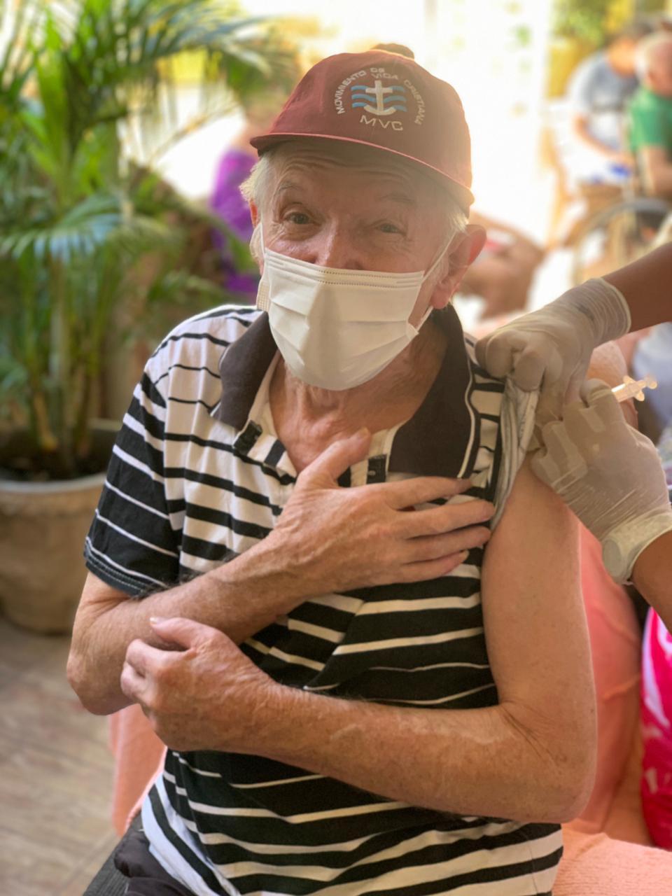 Vacinação contra Covid-19 chega aos asilos de Araruama